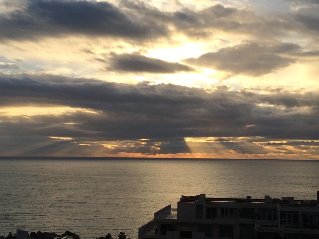 Magnifique trois pi ces avec vue panoramique mer for Chambre immobiliere monaco