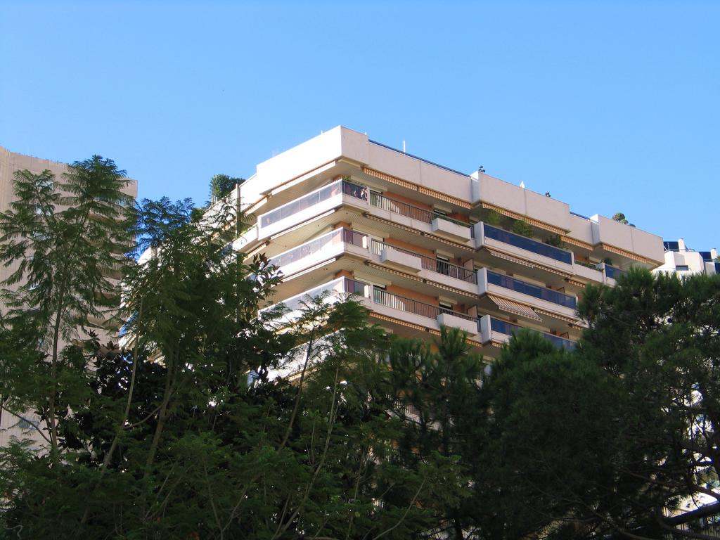 Vente grand parking a la vente carr d 39 or monaco for Chambre de commerce de mirabel