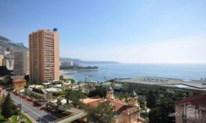 Magnificent 2 bedroom flat with sea views.