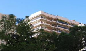 Large parking space to rent, Carr� d'Or