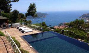 Gorgeous modern villa in private domain