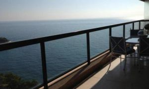 5 rooms apartment with seaview close to Beach Club