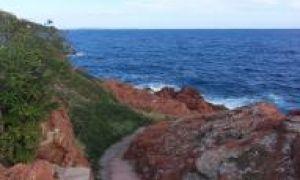 WATER'S EDGE VILLA - LE TRAYAS - ESTEREL