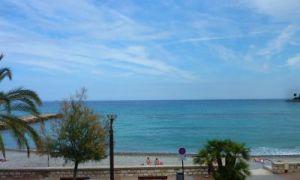 Roquebrune : sea view apartment on the beach