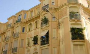 Near the Place des Moulins - Maid's room for rent