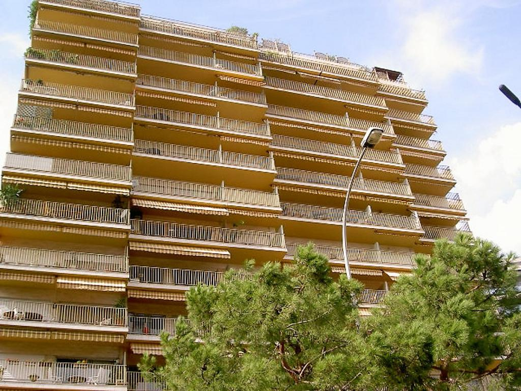 Blu Immobilier - LARVOTTO HERSILIA - 3 ROOMS 91 m² MIXTE USE CELLAR PARKING - Monaco Monte-Carlo