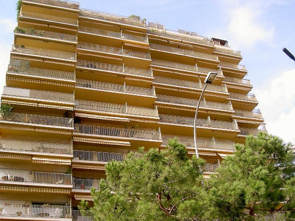 Blu Immobilier - LARVOTTO HERSILIA - 3 PIÈCES 91 m² USAGE MIXTE CAVE PARKING - Monaco Monte-Carlo
