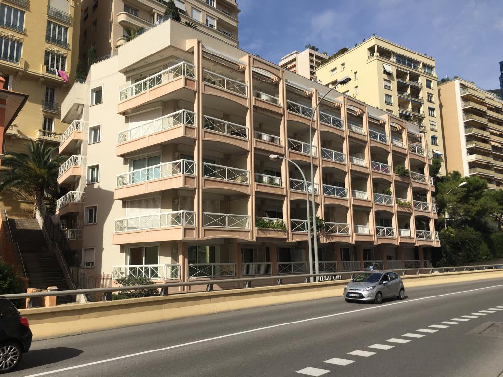 Blu Immobilier - APPARTEMENT2 PIECES AVEC CAVE ET UN GRAND BOX A PROXIMITE DES PLAGES ET DU  CARRE D'OR. - Monaco Monte-Carlo