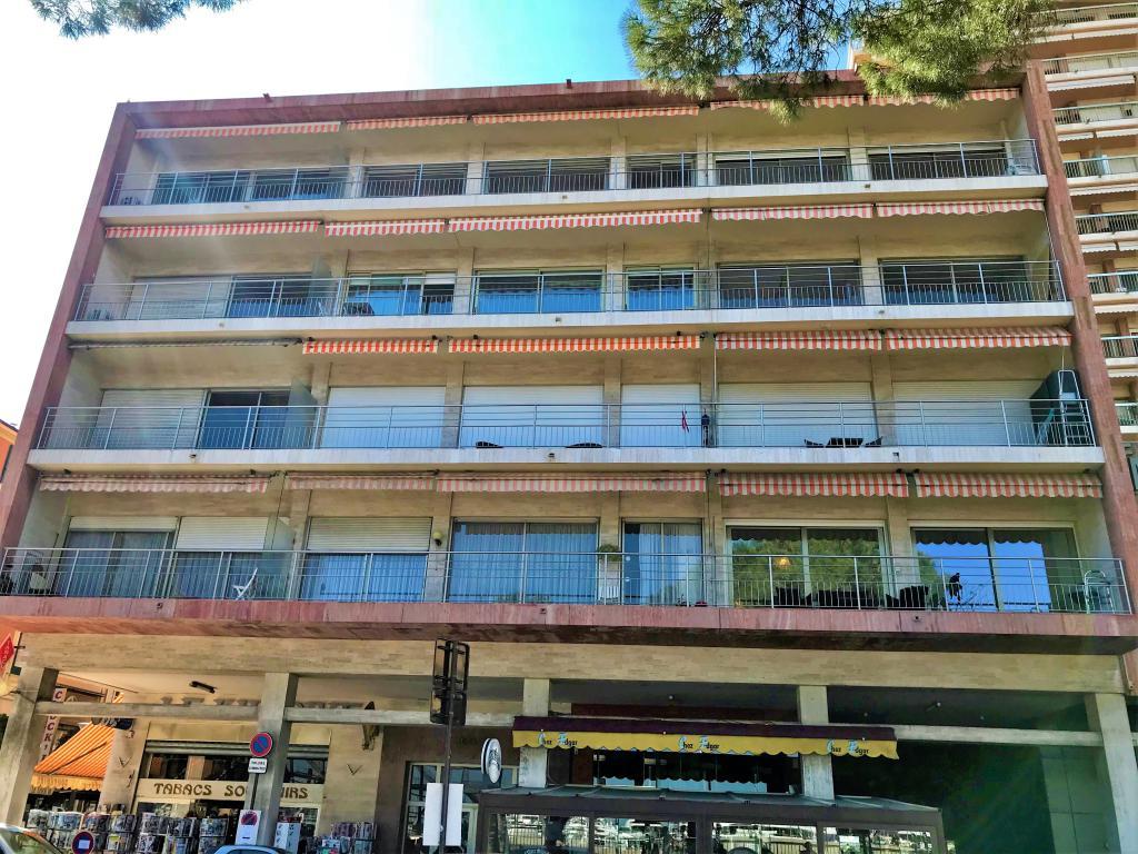 Blu Immobilier - ALBATROS 3 PIÈCES VUE PORT ET GRAND PRIX - Monaco Monte-Carlo
