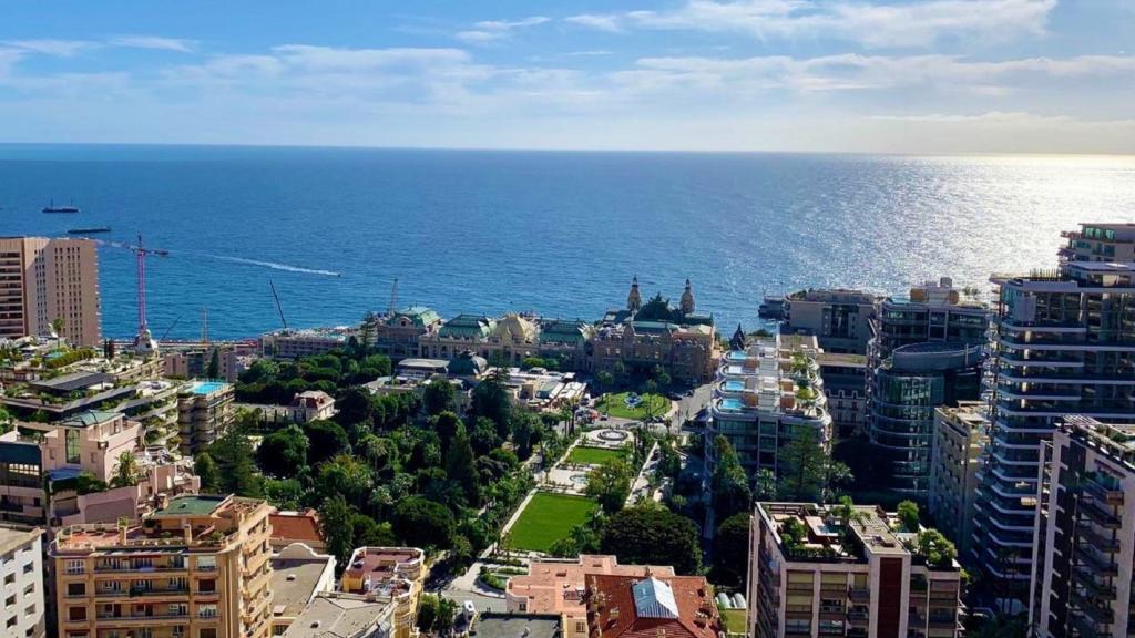 Blu Immobilier - STUDIO TRANSFORMABLE EN 2 PIÈCES VUE CASINO ET PARKING - Monaco Monte-Carlo