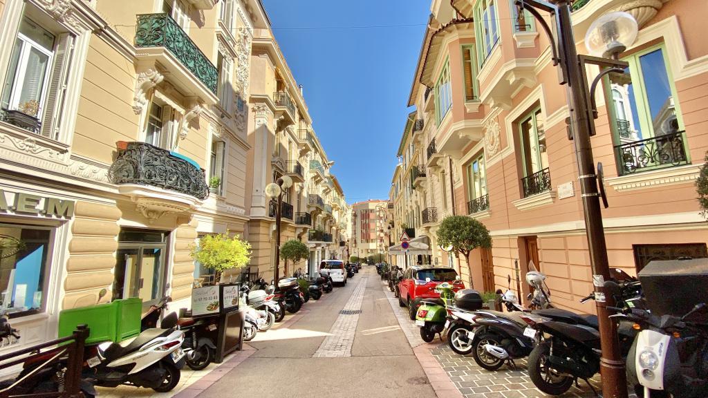 Blu Immobilier - CONDAMINE LOCAL COMMERCIAL 3 PIÈCES RÉNOVÉ - Monaco Monte-Carlo