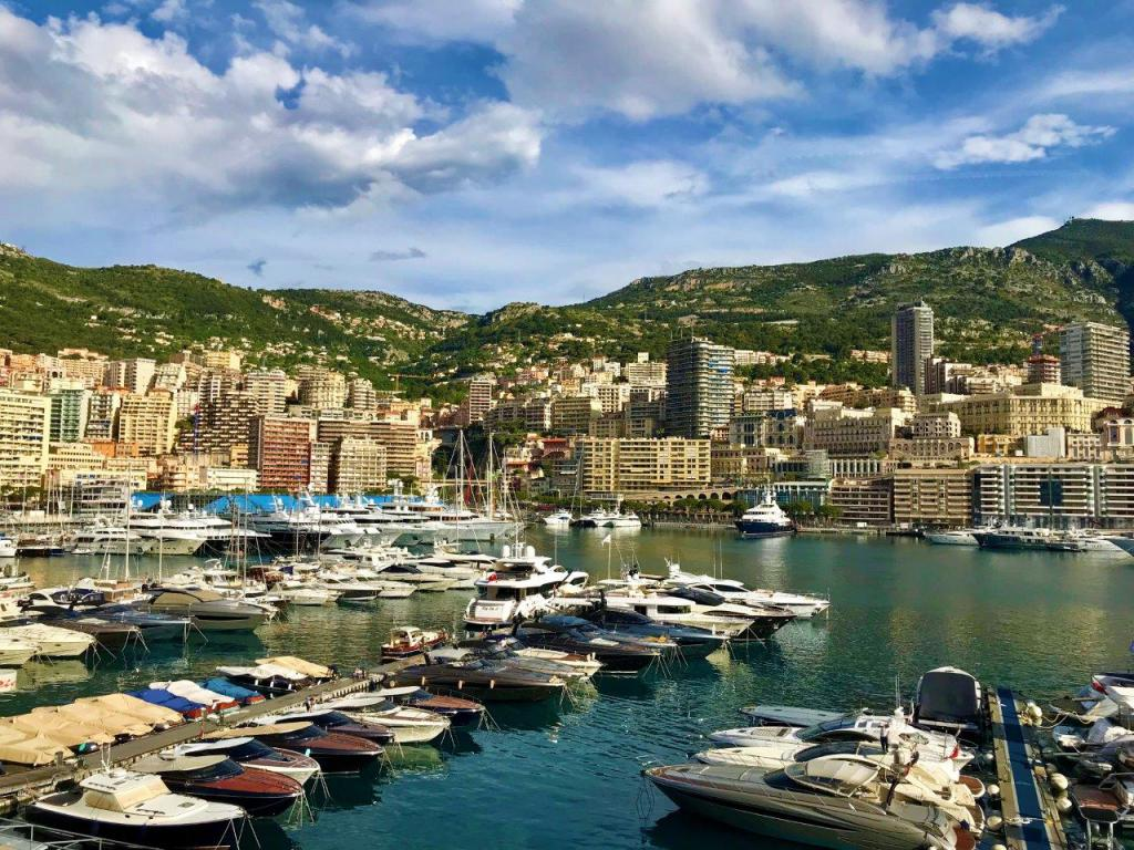 Blu Immobilier - PANORAMA LUXUEUSE RÉNOVATION SUR LE PORT HERCULE - Monaco Monte-Carlo