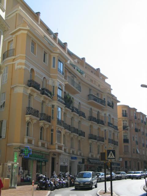 Appartements vendre ou louer dans l 39 immeuble radieuse for Chambre a louer monaco